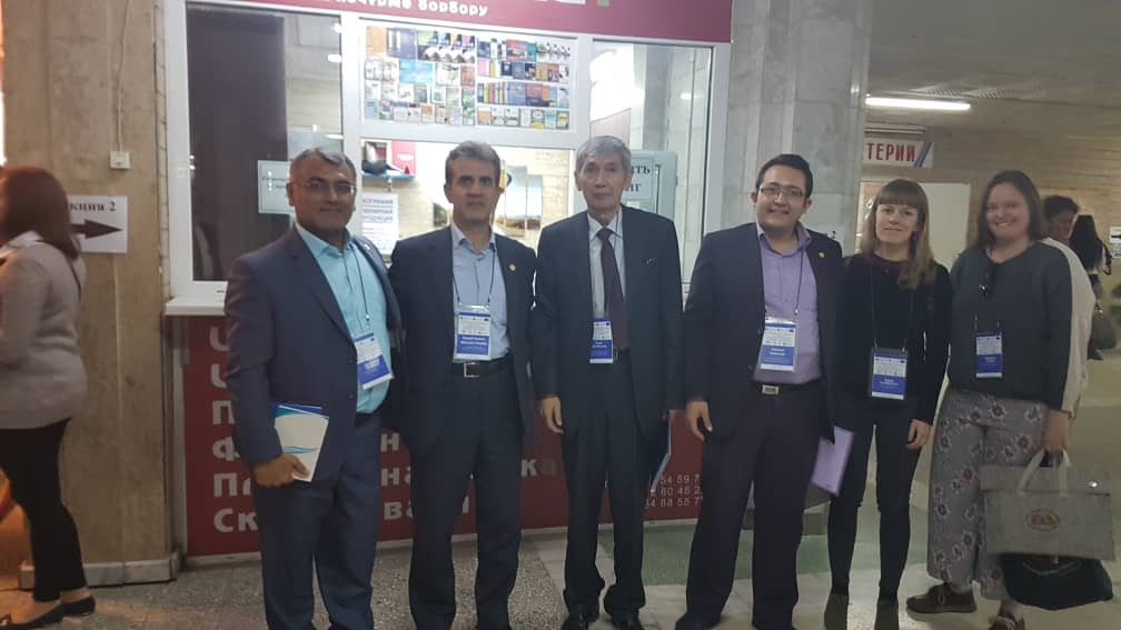 گروه اعزامی انجمن مددکاران اجتماعی ایران در کنار رئیس انجمن قرقیزستان