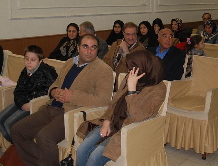 مرحوم عباس افروشه و پسر دلبندش سپهر در مراسم نشست زوجین مددکار اجتماعی